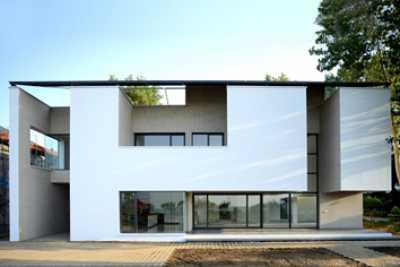 Villa No.12, Nur