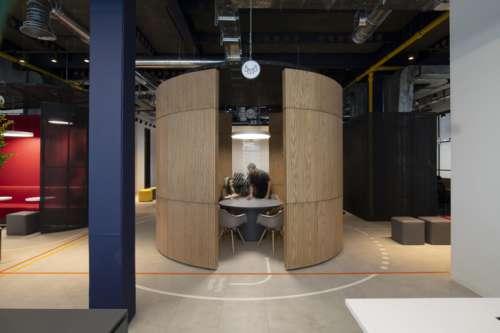 بازسازی دفتر اداری در برج نگار